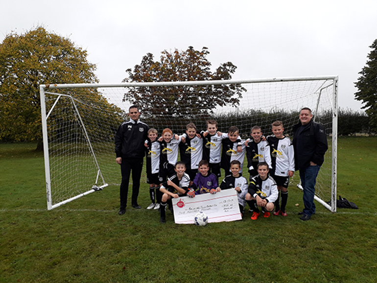 Rawcliffe Junior Football Club nets a donation from Nisa Local